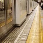 千日前線全駅でホームドア柵装置筐体の設置を完了