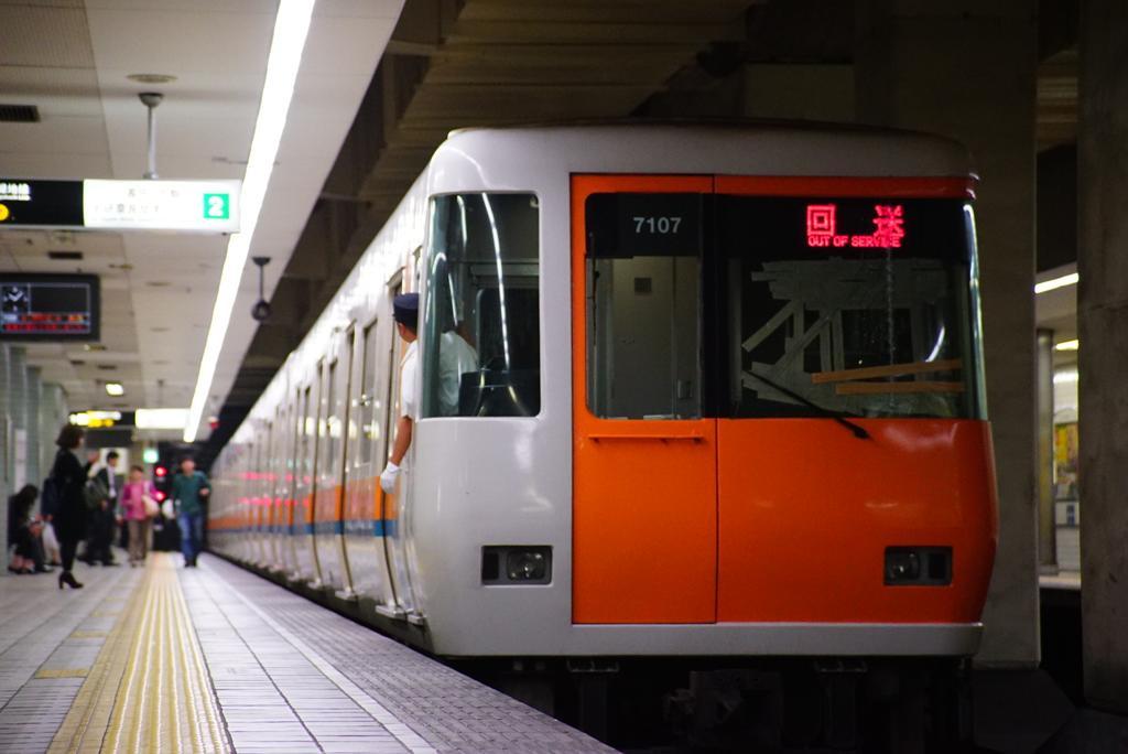 【中央線】本町〜阿波座間で天井一部崩落、近鉄7107Fが大きく損傷