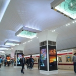 【御堂筋線】梅田駅天井部リニューアル工事完了、開業80年記念展示も