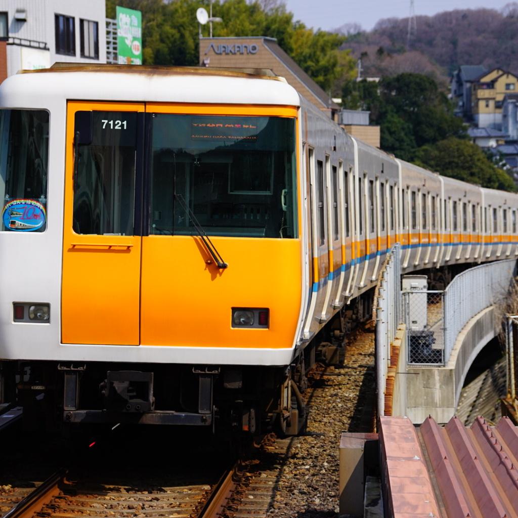 【近鉄】けいはんな線開業10周年!記念ヘッドマークが取り付けられる