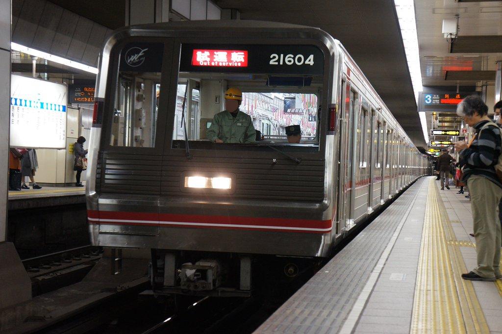 【御堂筋線】21604F(21系4編成)が車内デザインをリメイクしてリニューアル・試運転