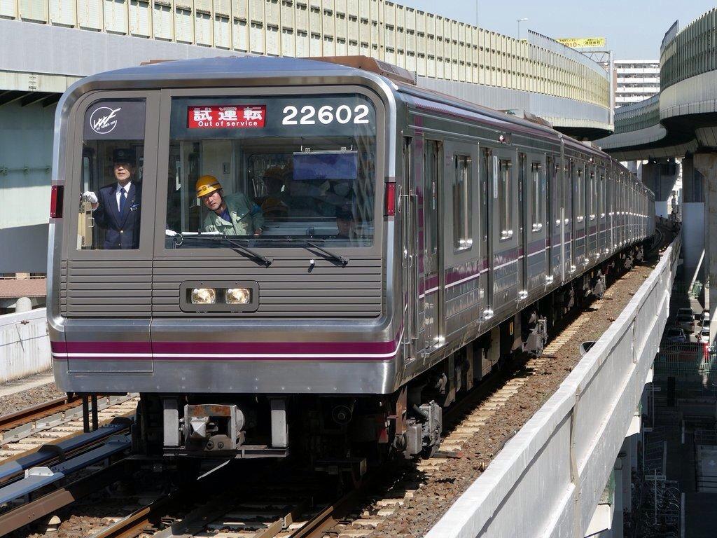 【谷町線】22602Fが車内デザインをリメイクしてリニューアル・中央線で試運転