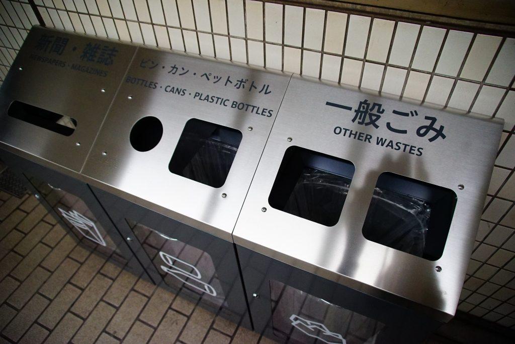 ゴミ箱も新サインシステムのものにリニューアル