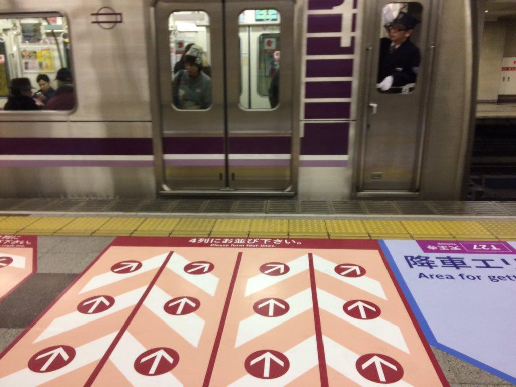 【谷町線】天王寺駅で床面での誘導サインを開始