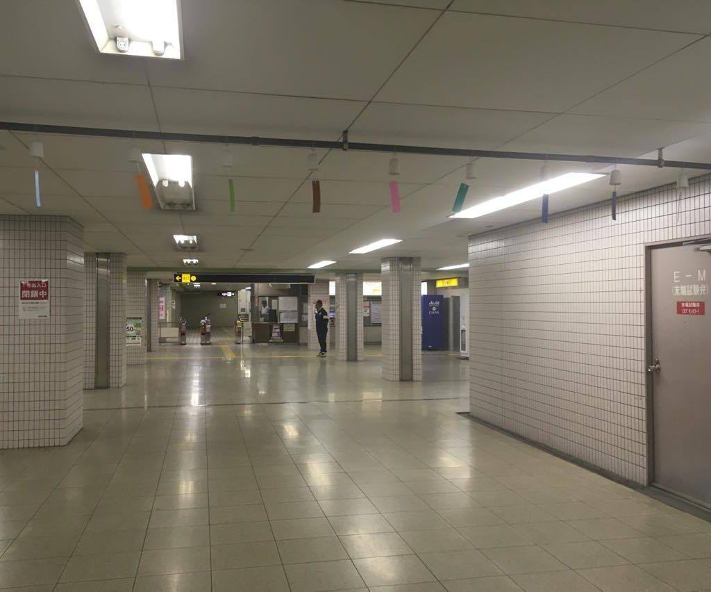 【千日前線】野田阪神駅に涼し気な「ラインカラー風鈴」が登場