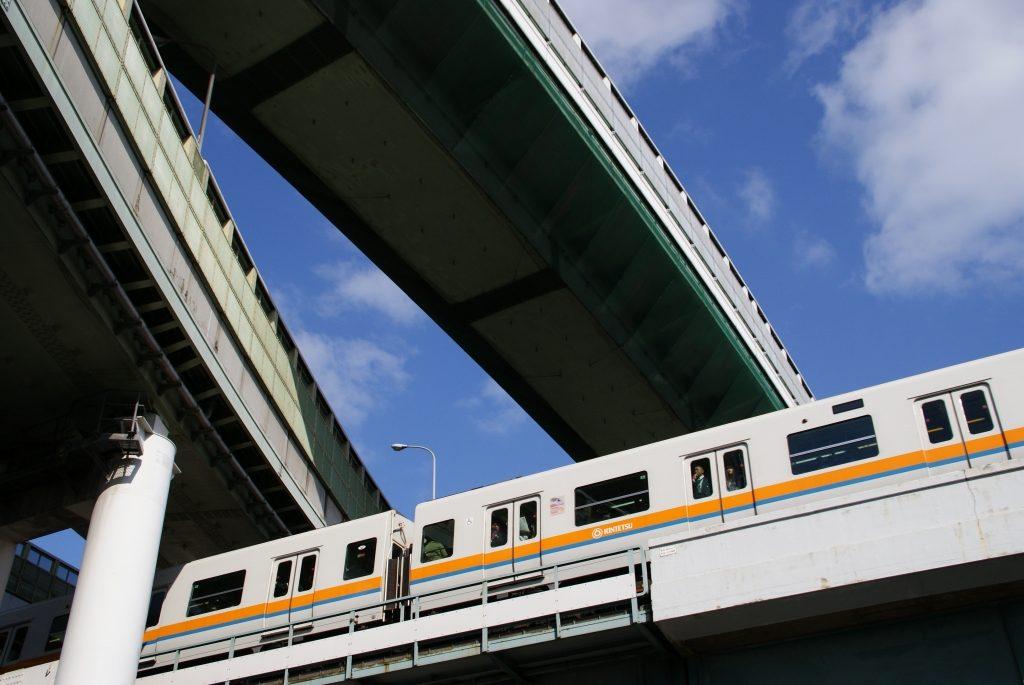 知ってた?近鉄けいはんな線の電車がオレンジ色な理由
