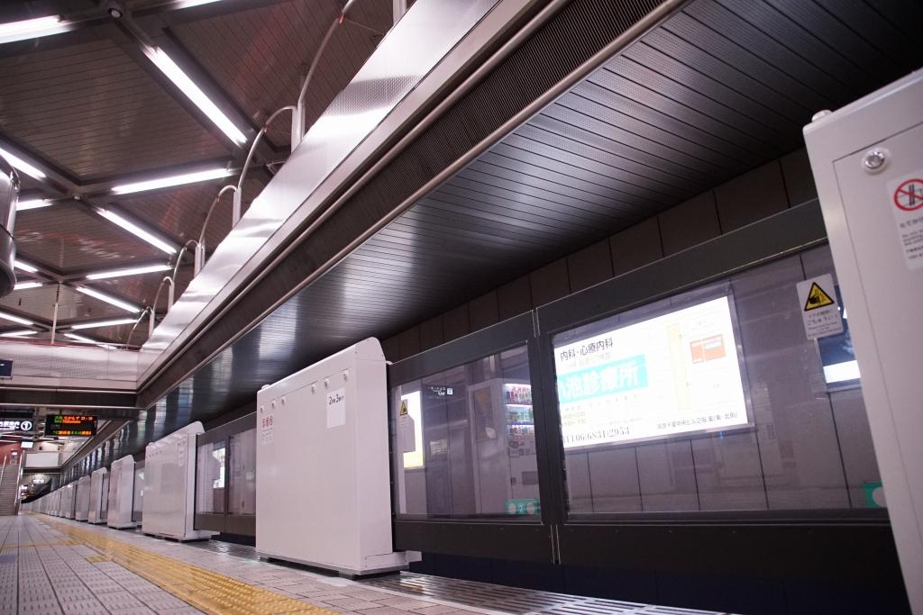 【北急】千里中央駅のホームドア、供用開始へ。車側灯から列車を読み取る新システム採用!