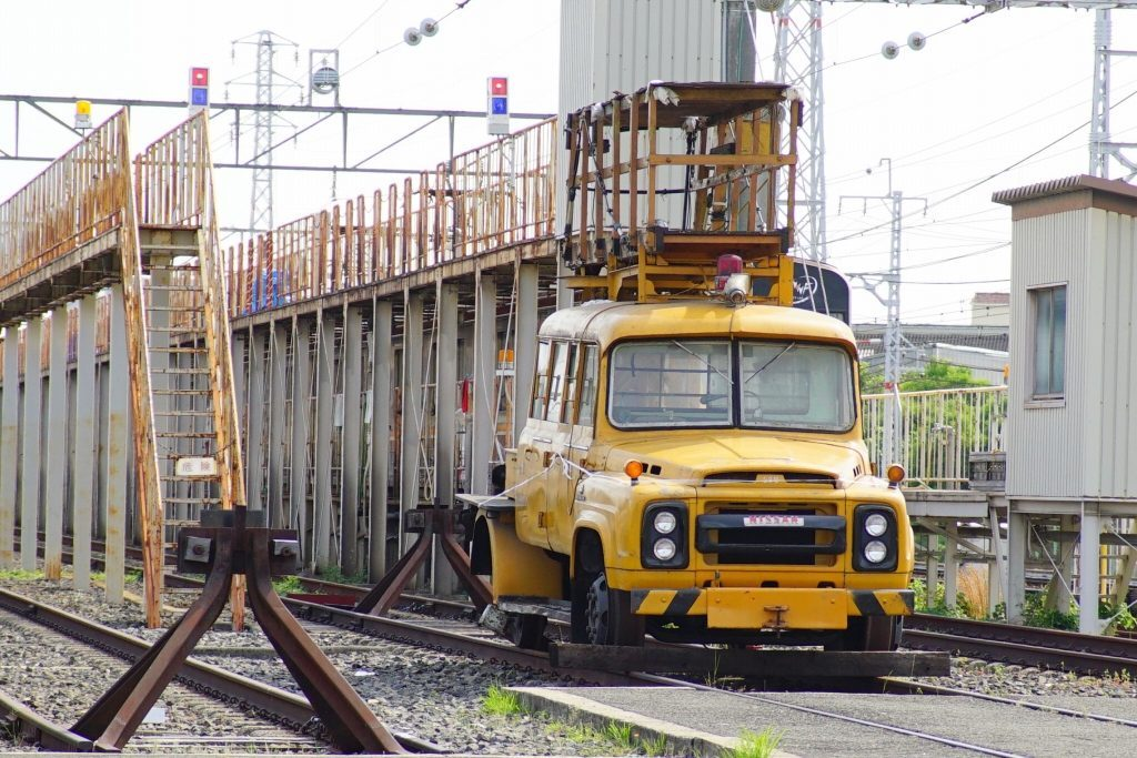 雑誌「高速有鉛デラックス」に、堺筋線車庫の「日産680型トラック」が掲載されていました