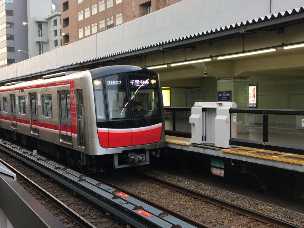 【北大阪急行】緑地公園駅、ホームドア稼働開始