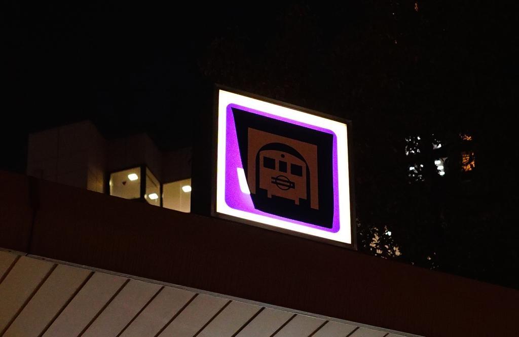 Osaka Metroの新ロゴ、本町駅にて準備工事完了。チラッと見える状態に