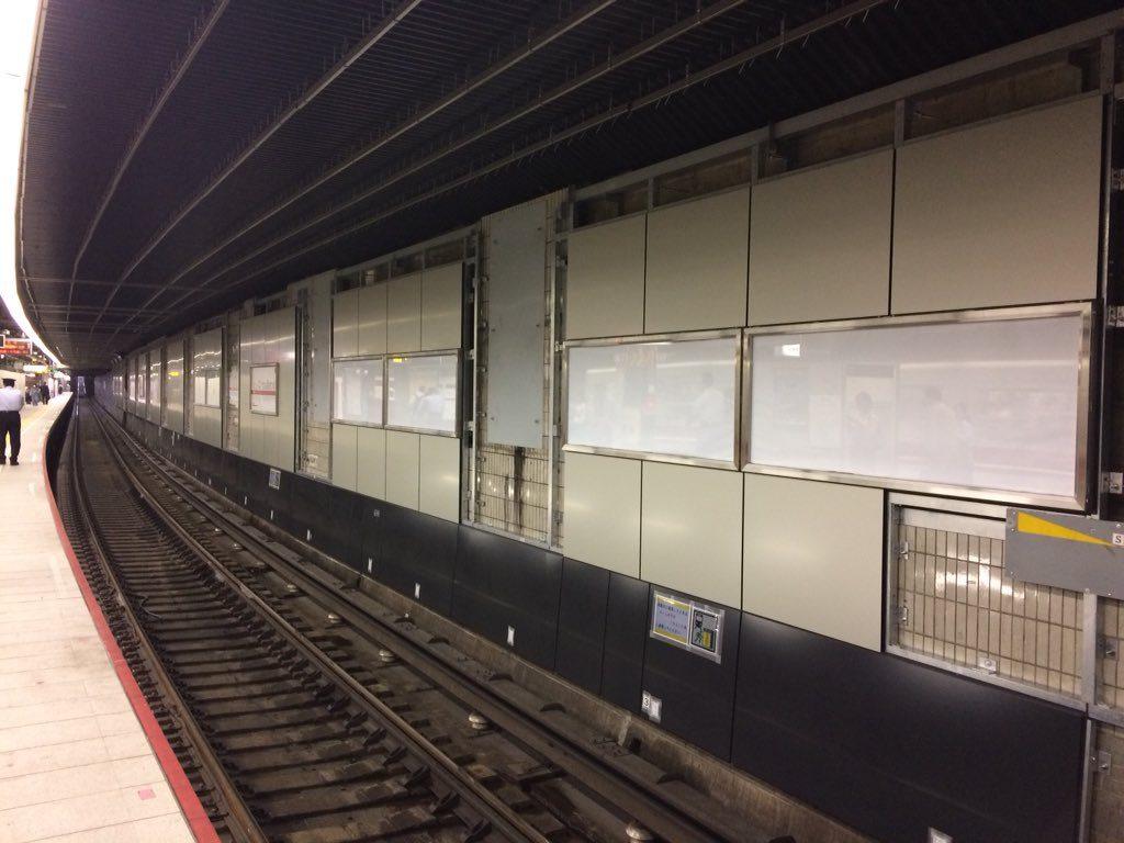 【御堂筋線】中津駅リニューアル工事が佳境を迎える。壁ユニット取り付けで印象が様変わり