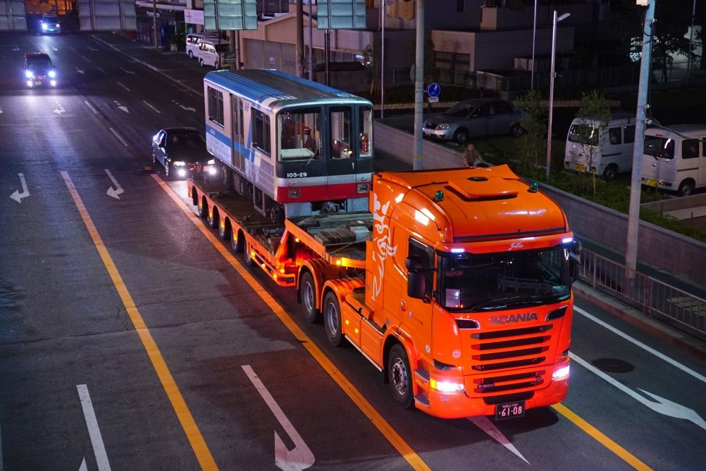 【ニュートラム】100A系29編成が廃車陸送…100A系は残り3本へ