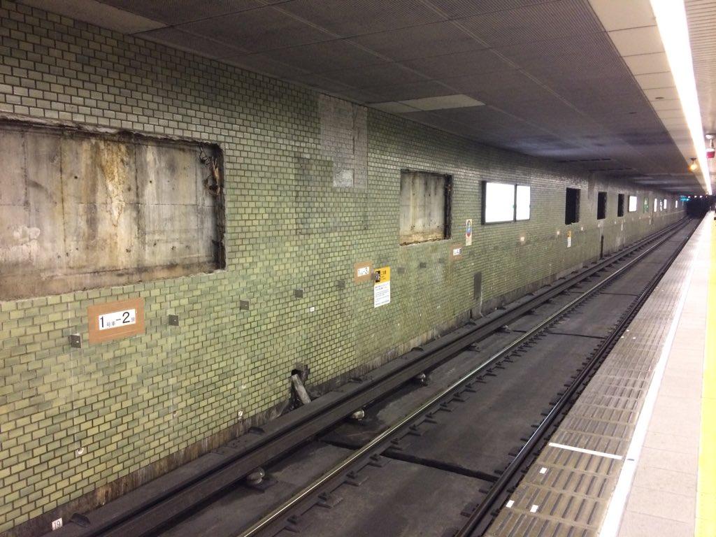 【中央線】本町駅、50年ぶりの壁面リニューアル工事進捗状況