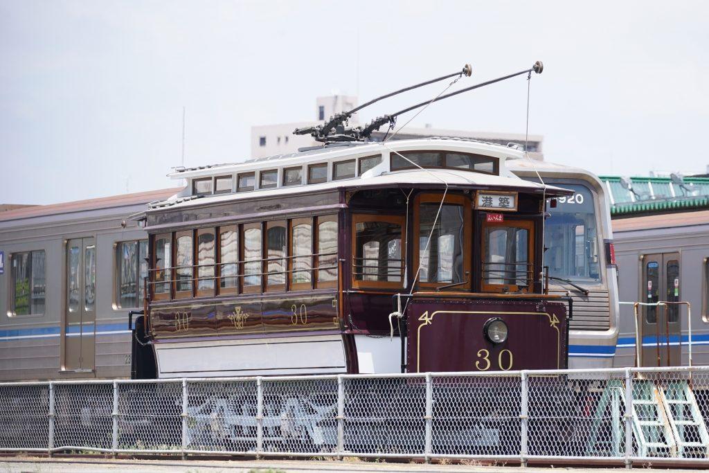 保存されている昔の大阪市電「11形30号車」が、何故か外に出ている!?