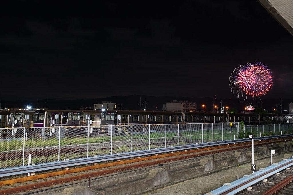 【谷町線】八尾南駅近隣で自衛隊の「盆踊り花火大会」による花火が打ち上がったので、車両と一緒に撮ってきました