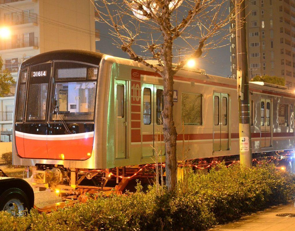 【新車速報】30000系第14編成(31614F) 陸送搬入!