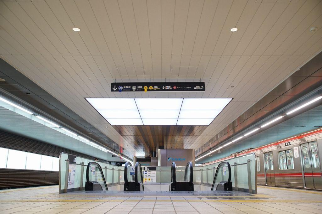 【御堂筋線】新大阪駅グランドリニューアル工事が完成!外光を採り入れた明るく暖かい駅へ大変貌!