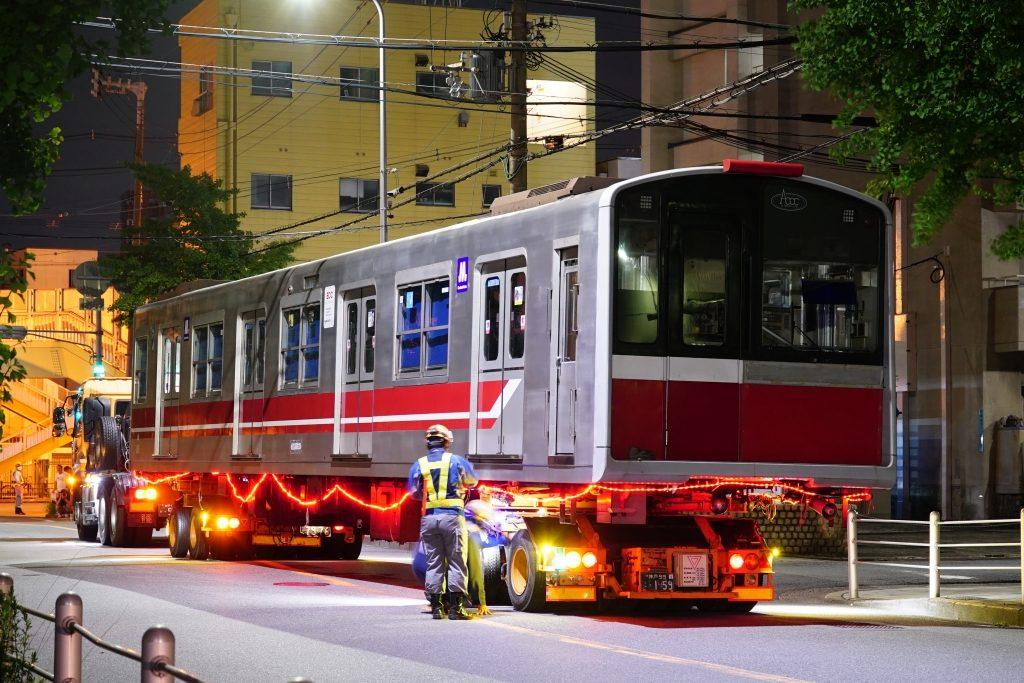 【廃車速報】御堂筋線10系最後の廃車陸送…10系13編成(1113F)が搬出される