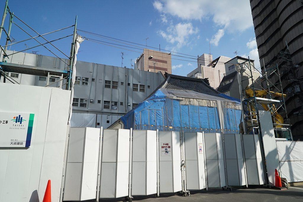 「寺の上にビルを載せる!?」難波にある三津寺が改築工事中