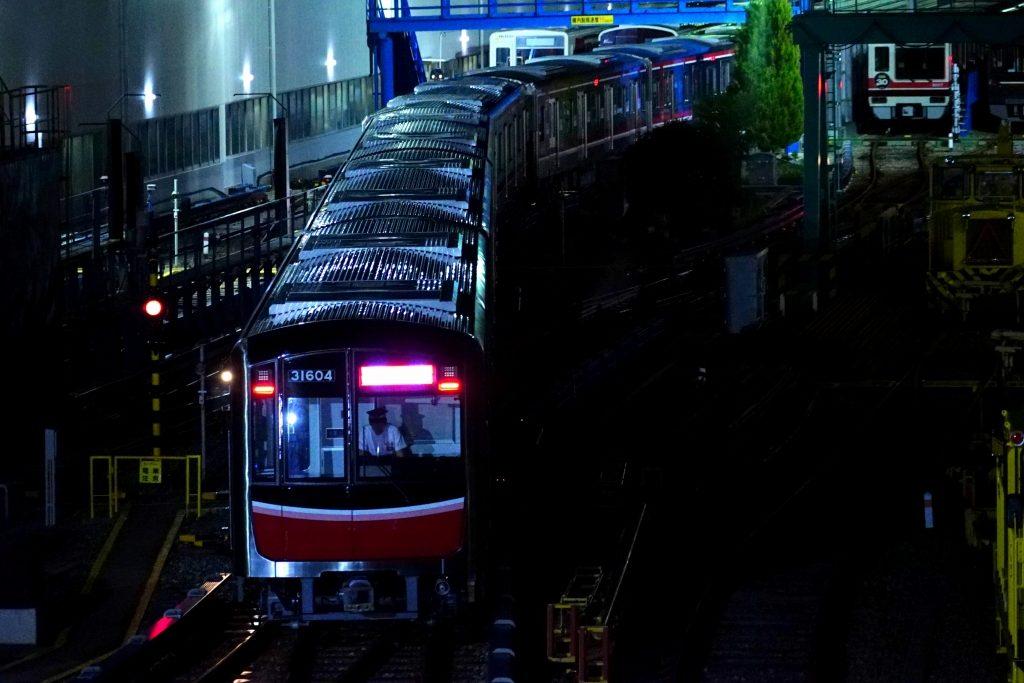 【悲報】御堂筋線、50%の列車を運休へ